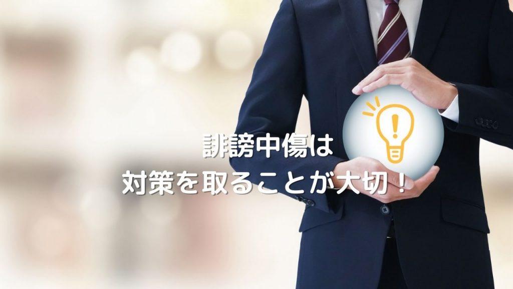 電球を抱える男性の写真